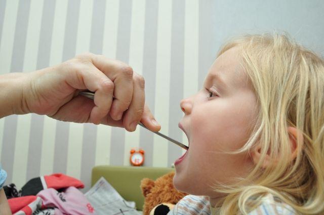 Маленькие дети могут болеть часто.