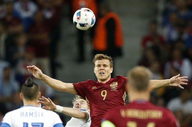 Ученые выявили, что игра футболистов головой вредна для здоровья