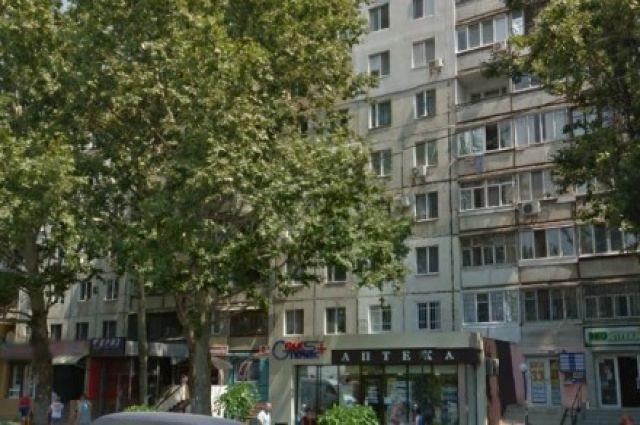 Напоселке Котовского 89-летняя женщина выпала изокна ипогибла
