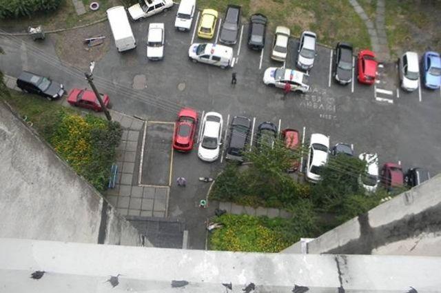 ВХарькове девушка выпрыгнула с10-го этажа жилого дома