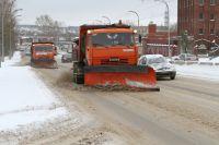 Уборка снега ведется во всех районах города.