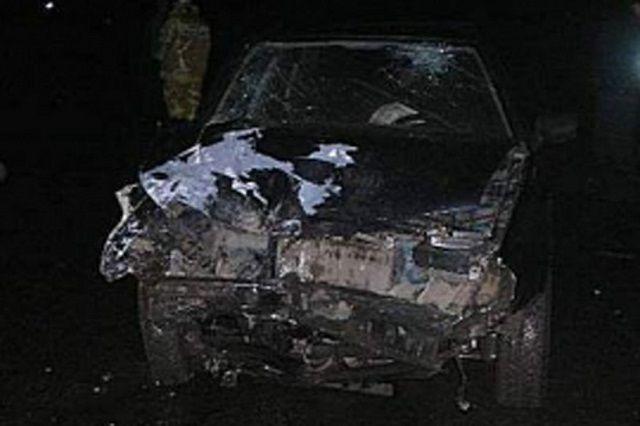 «ВАЗ-2114» съехал в кювет и врезался в препятствие.