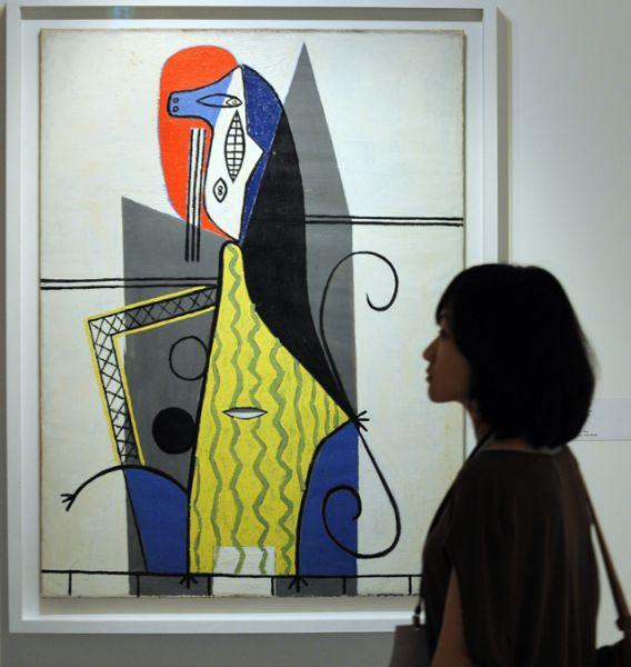 В 1925 году начинается один из самых сложных и неровных периодов в творчестве Пикассо. Художник создает атмосферу конвульсий и истерии, ирреальный мир галлюцинаций. «Женщина в кресле», 1927 год.