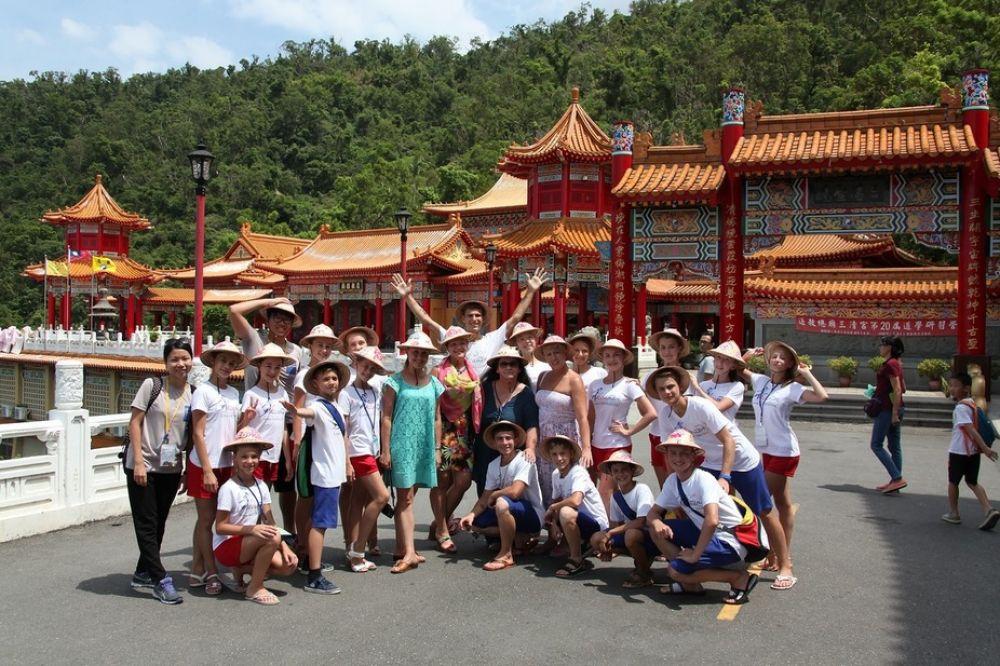 На международном фестивале на Тайване девчата и ребята набрались незабываемых впечатлений и себя показали, и мир посмотрели.