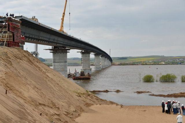 Строительство моста сопряжено с многочисленными скандалами