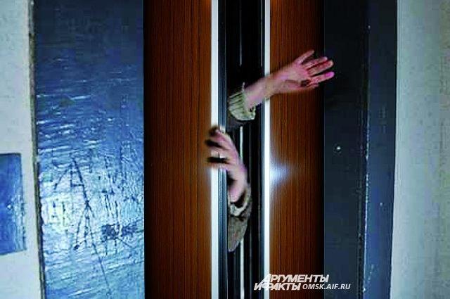 Казань вшоке: лифт с дамой и сыном сорвался с5 этажа