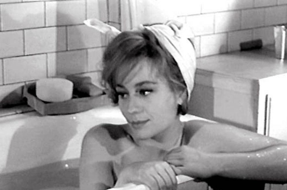 За роль Кей в фильме Марселя Карне «Три комнаты на Манхэттене» (1965) актриса получила кубок Вольпи на Венецианском кинофестивале. Фильм, однако, был обруган критиками и не имел успеха в прокате.
