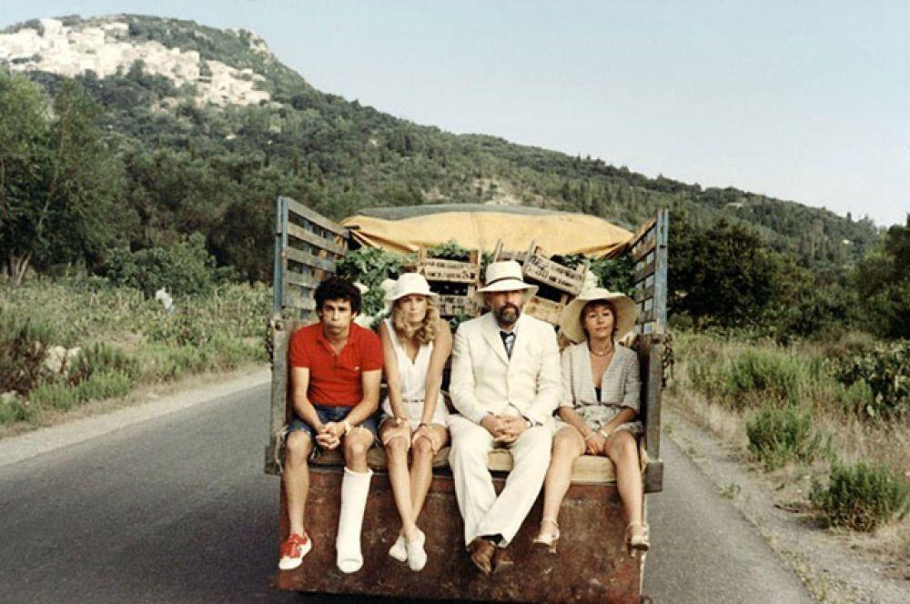 В начале 1980-х годов Анни Жирардо пережила творческий кризис, связанный с провалом одного из ее театральных проектов. «Украли бедро Юпитера» (1979).