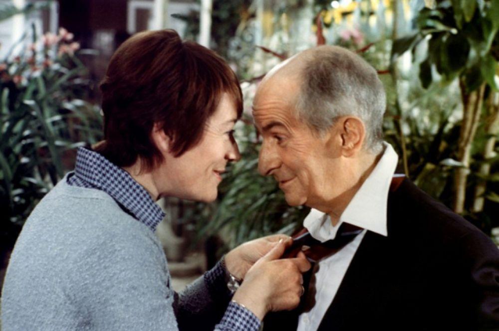 В комедии «Склока» (1978) с Луи де Фюнесом.