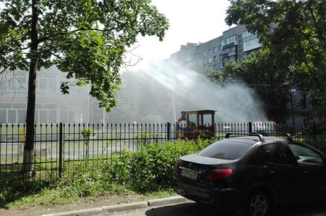 Натерритории детского сада напроспекте Просвещения бил фонтан изпрорванной трубы