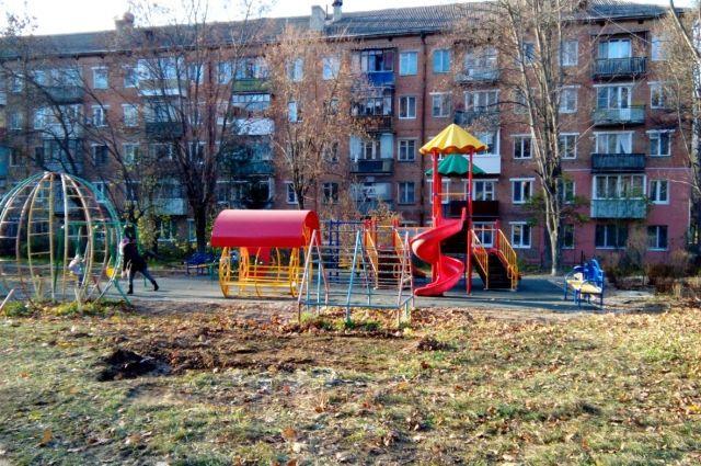 На детской площадке теперь играть нестрашно