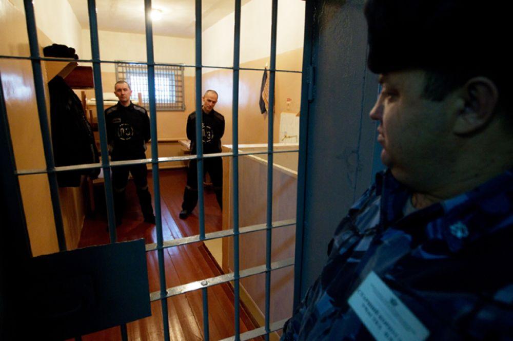 «Мордовская зона» — исправительная колония особого режима в селе Сосновка (Республика Мордовия). Сейчас в колонии отбывают пожизненный срок осужденные за особо тяжкие преступления. Это серийные убийцы, главари банд и педофилы.