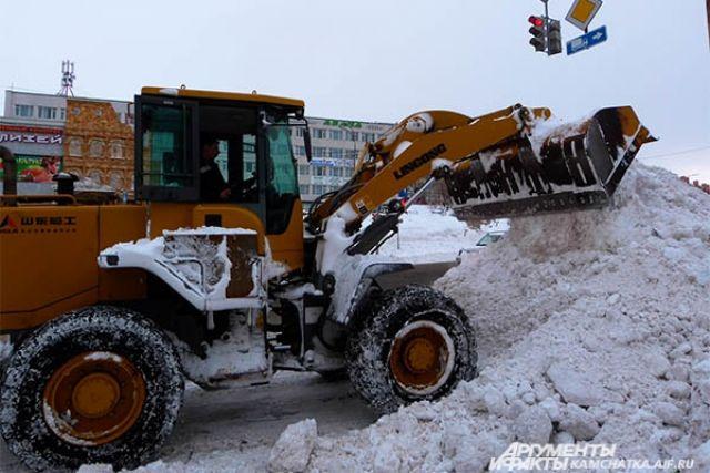 Заночь сулиц Барнаула было вывезено около 4 тыс. тонн снега