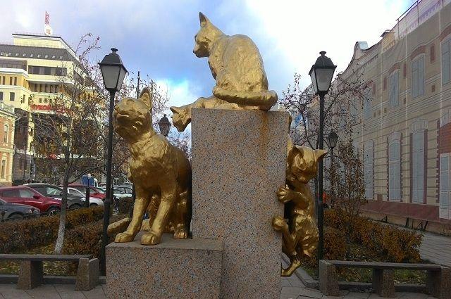 Всквере Сибирских Кошек привели впорядок скульптуры