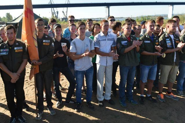 Долг перед работниками составляет порядка 80 млн рублей. Также есть задолженность перед стройтрядовцами.