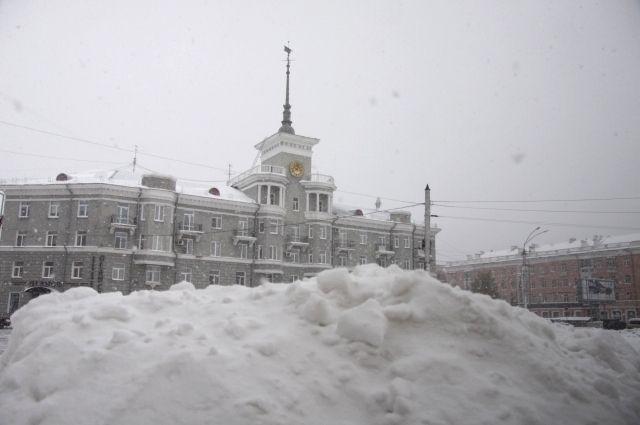 Прошлой зимой в Барнауле было мало снега, зато нынешней осенью его с избытком.