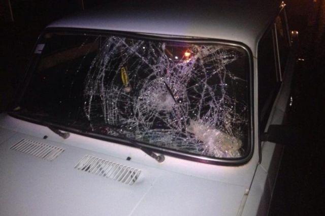 Злоумышленник повредил дюжину автомобилей.