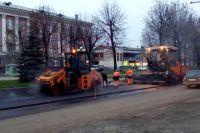 Работы на проспекте Ленина выполняли даже после завершения светового дня.