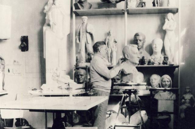 Пётр Малков работал в собственной мастерской свыше 40 лет.