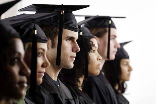 не проходившие военную службу, до 24 лет - прошедшие военную службу (возраст поступающих на учёбу лиц определяется