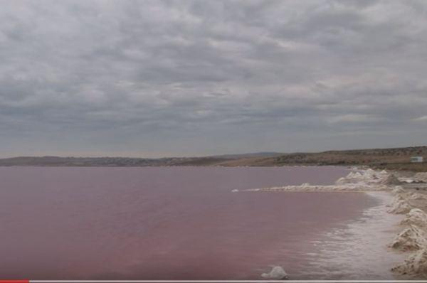 Озеро Масазыр – соленое озеро в районе Карадага, недалеко от Баку, Азербайджан. Общая площадь составляет 10 квадратных километров.