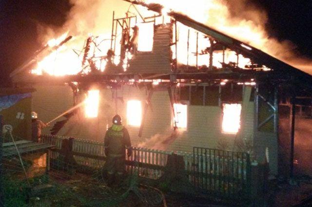 Пожар тушили девять спасателей.