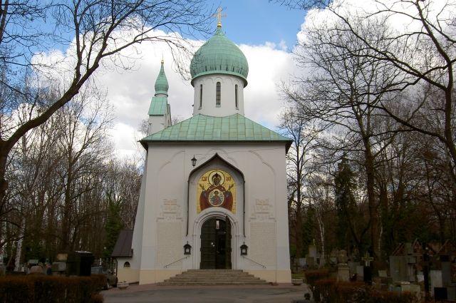 Православный Успенский храм на русском кладбище Праги. Место первого упокоения ученого.
