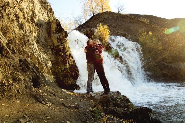 Беловский водопад нравится влюблённым