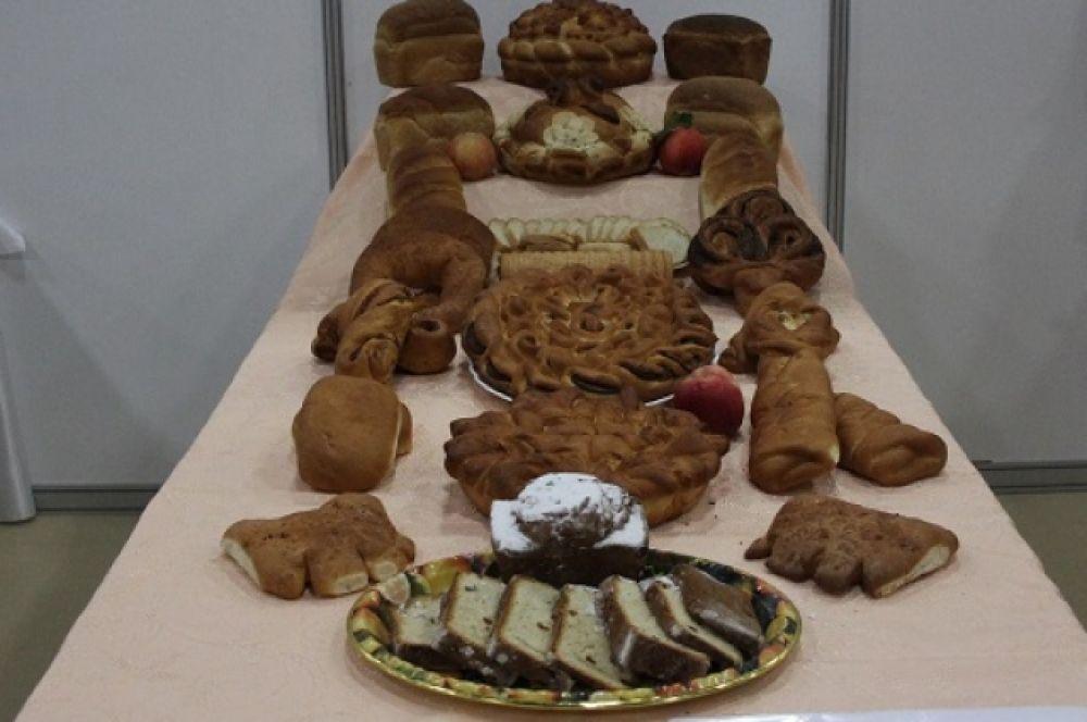 Хлебобулочная и кондитерская продукция донских производителей удивляла посететелей выставки.