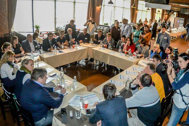 В режиме живого диалога собравшиеся обсудили перспективные направления для роста компаний.