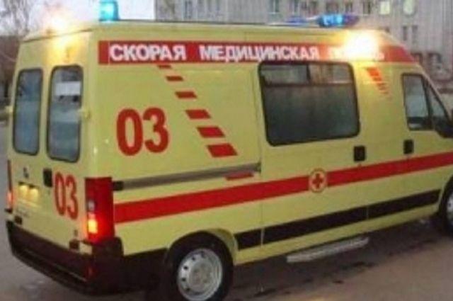 Учителя доставили в больницу.