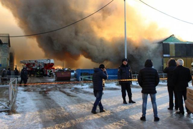 На месте происшествия от МЧС России работали 45 человек личного состава и 14 единиц техники.