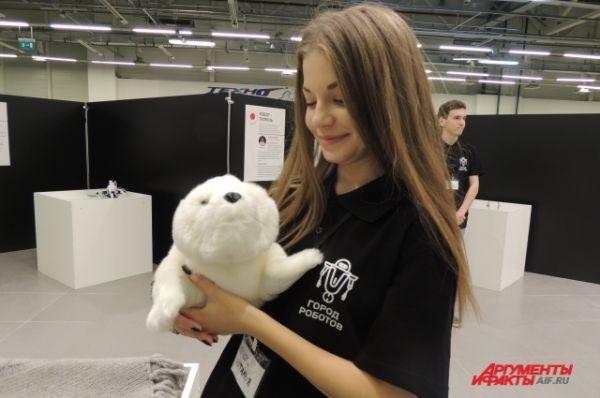 Пушистый робот-тюлень, который благотворно влияет на человека.