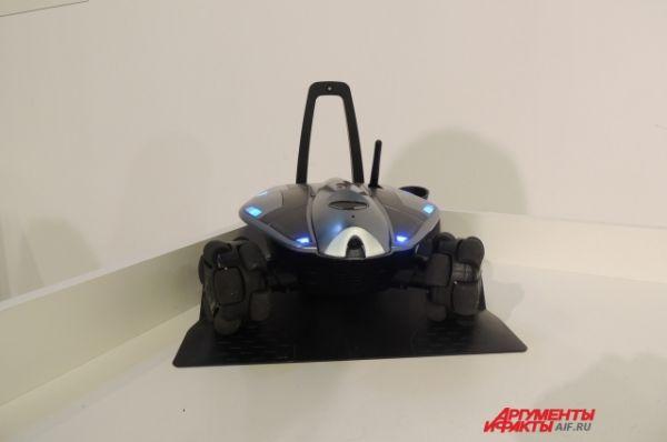 Робот-охранник отправит хозяину сообщение на телефон, если в квартиру кто-то проникнет.