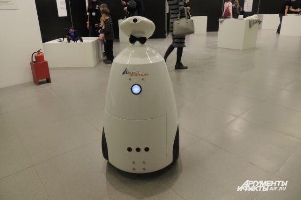 Робот Валера вполне может заменить няню.