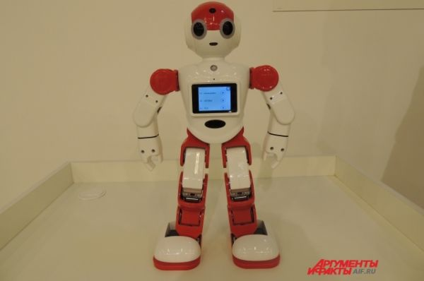 Робот Боби умеет танцевать и разговаривать на английском языке.