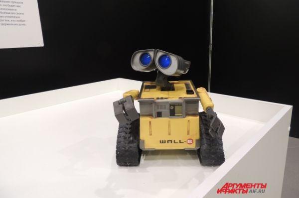 Робот Валли-и из одноименного мультфильма.