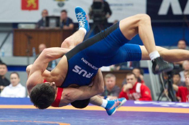ВКрасноярске закончился международный турнир повольной борьбе напризыБ.Сайтиева