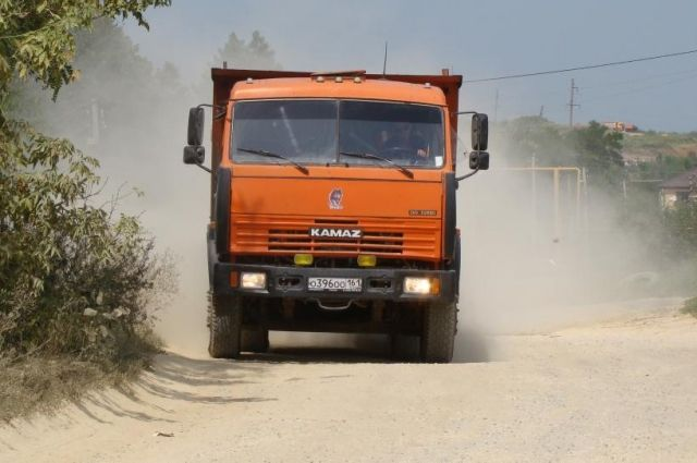 ВВоронежской области шофёр «КАМАЗа» натрассе сбил пешехода