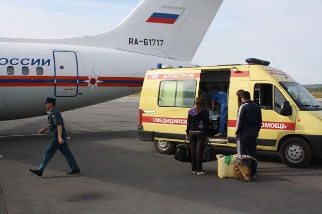 Спецборт МЧС доставит вНижний 2-х мужчин иребенка изГрозного