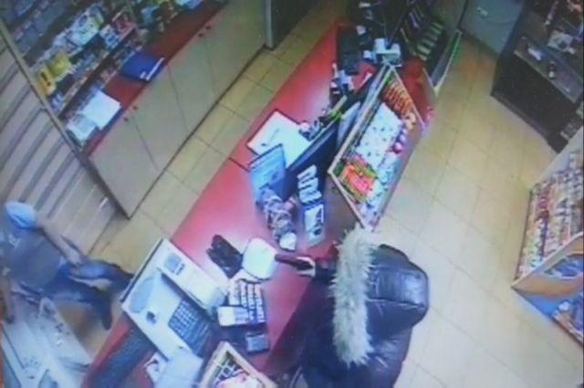 ВКузбассе налетчик совершил серию нахальных ограблений сигрушечным пистолетом