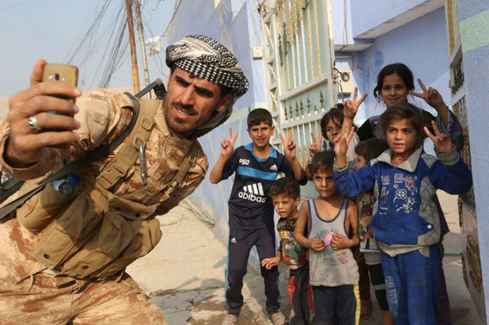 Мосул — второй по величине иракский город и неформальная столица ИГИЛ в Ираке, находящийся в нефтеносном районе неподалеку от сирийской границы.