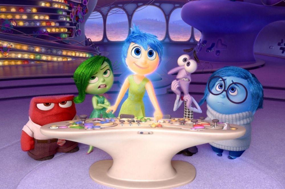 8 место. «Головоломка» (2015) студии Pixar. Действие фильма происходит в голове 11-летней девочки Райли Андерсон, где живут пять эмоций: Гнев, Радость, Брезгливость, Страх и Печаль. Картина была удостоена премии «Оскар» в номинации «лучший анимационный полнометражный фильм».