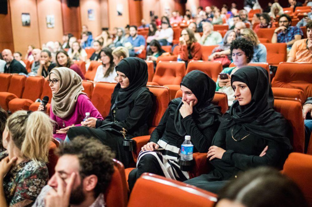 Ливанские зрители смогут увидеть настоящую панораму российского кино. В частности, будут представлены такие картины, как: драмы «Экипаж» Николая Лебедева и «Испытание» Александра Котта, комедия «Про любовь» Анны Меликян.