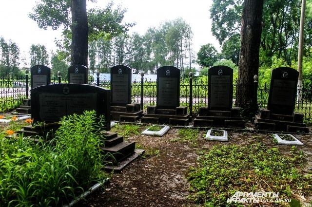 Летом мужчина выпивал на кладбище