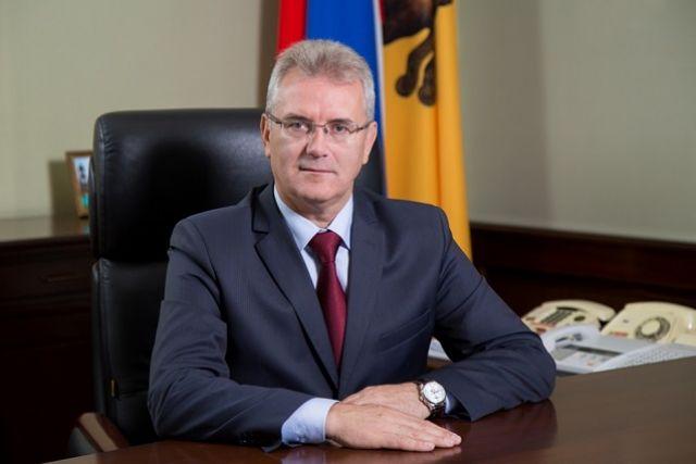 «Желаю Вам крепкого здоровья, благополучия, счастья, новых свершений на благо России!», - говорится в тексте поздравления главы региона.