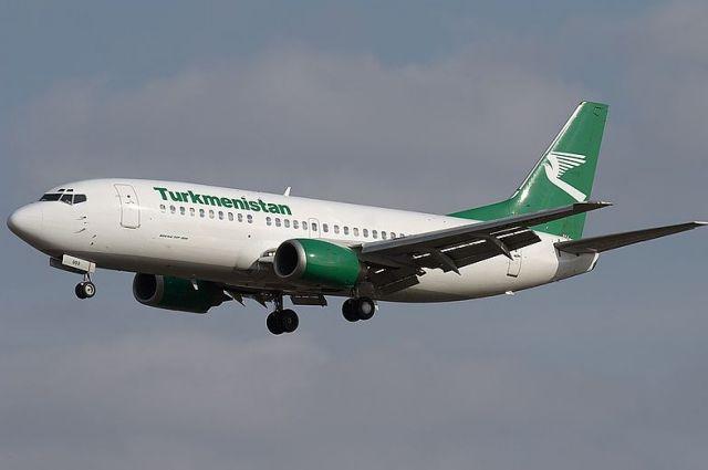 При приземлении у самолета произошло несинхронное открытие закрылков.
