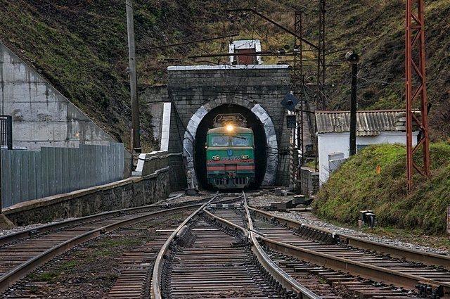 ВЕС поподземелью: тоннель вЕвропу вКарпатах навсе 100% достроен— «Укрзализныця»