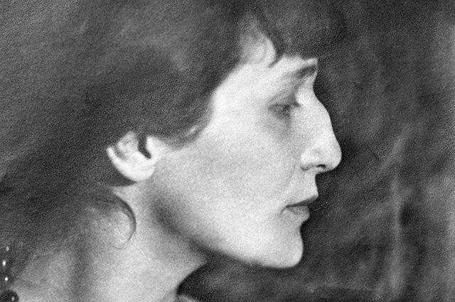 Ежедневник Анны Ахматовой стал самым дорогим лотом вистории аукциона