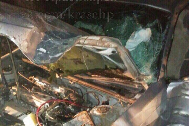 Автомобиль получил сильные повреждения.